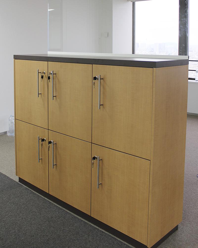 cabines et cloisons sanitaires armoires vestiaires. Black Bedroom Furniture Sets. Home Design Ideas